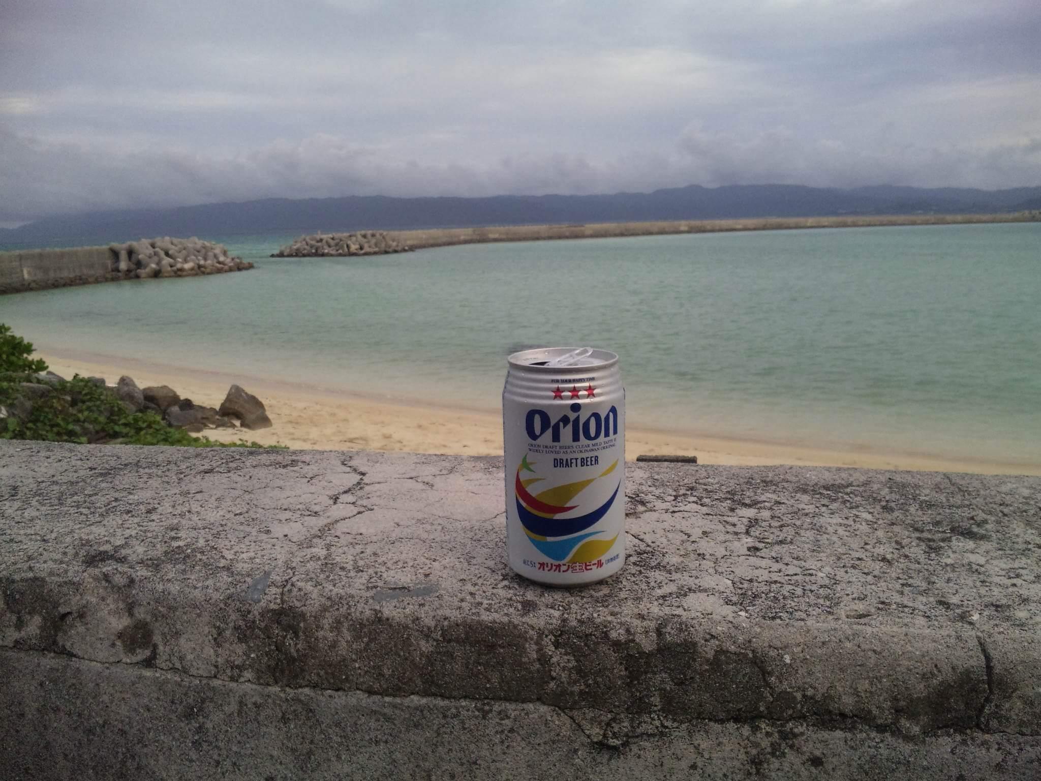 オリオンビールと海