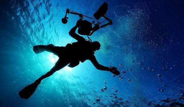 海に入っているダイバー