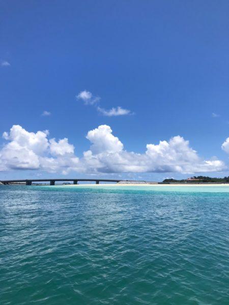 海と空と橋の景色