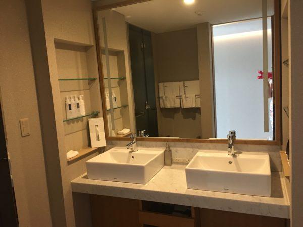 ホテルの洗面所