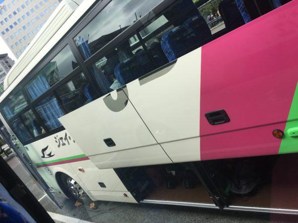 送迎の観光バス