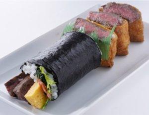 ハーフサイズの恵方巻と肉が入ったいなり寿司
